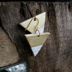 Minimalista kerámia ékszer - arany / fehér háromszög fülbevaló
