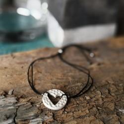 Fekete - fehér karkötő szívecskével