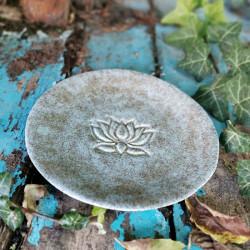 Lótuszvirágos kerámia tányér