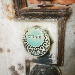 Kerámia dekor mágnes felirattal - LOVE